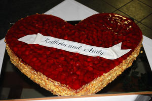 Hochzeitserdbeertorte Herz